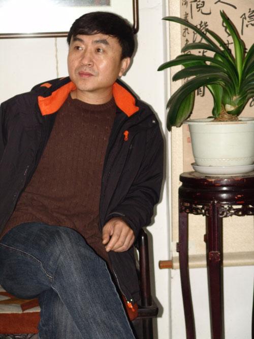 毕业于辽宁省高等警官学校,现任辽宁省葫芦岛市公安局法制处长.