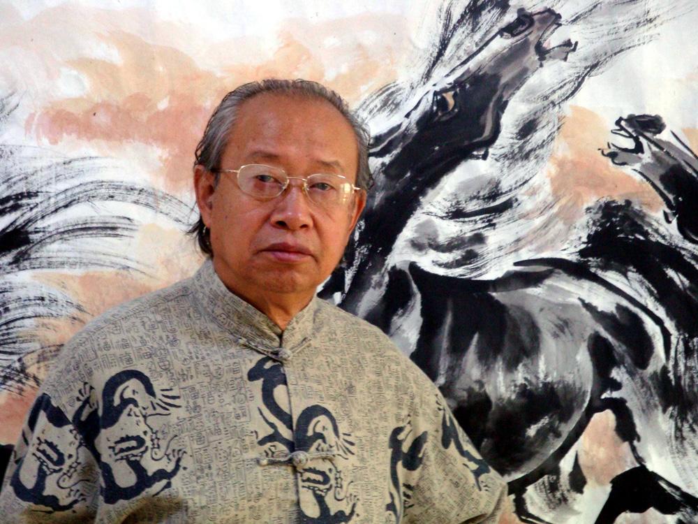 画作题材广泛,画路宽广,尤以鹰,马,虎等动物最为投入,手指画学潘天寿