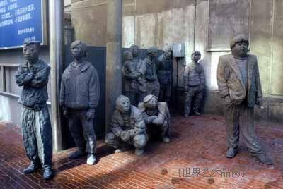 """毕业于中央美术学院雕塑系;1997年 意大利国际雕刻竞赛 2000年 青岛"""""""