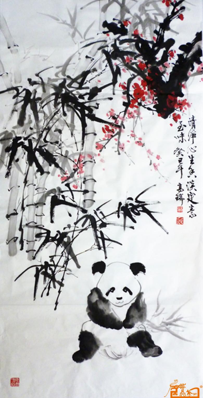 早年学习西画,曾任电影公司专业美工师 8 年,后专攻中国画小写意熊猫竹子及梅花,熊猫画师法自然,曾到卧龙熊猫自然保护区和成都熊猫基地写生、体验生活,创作了许多独特风格的诗意画,作品以熊猫文化、佛教文化、保护环境为主题,寓意深刻、形神兼备。代表作25米长卷熊猫诗意画《保护自然、珍爱国宝、大爱无疆、支持奥运》、共画了56只熊猫,神态各异、憨态可掬,象征我国56个民族同唱一首歌——奥运之歌。此幅作品曾在华西都市报、乐山晚报、乐山新闻网报道过。他既是中国历史上创作熊猫赞美诗第一人、也是中国
