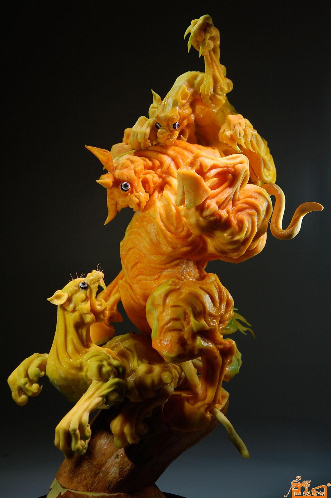 食品雕刻动物作品-作品:《搏》 原料:南瓜