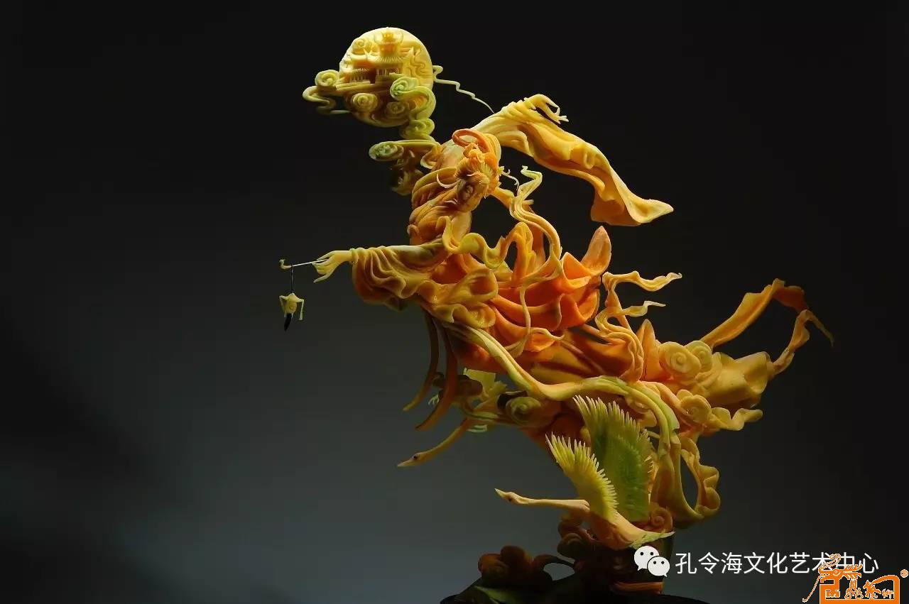 食品雕刻人物作品:《嫦娥奔月》 原料:南瓜